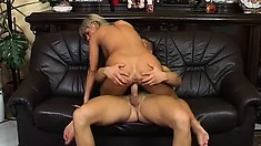 Sweet Sandra Blond is great at playing with an enromous love rod