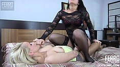April B and Susanna use their tongues before fucking with a double dildo